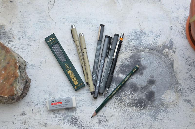 Pens and pencils photo by Skylar Kang (Pexels.com)